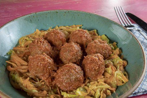 Spaghetti de Legumes com Almôndegas