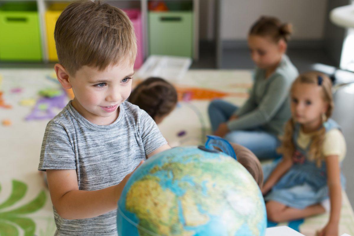 Tanto o método Waldorf quanto o Montessori trazem diversos benefícios à criança.