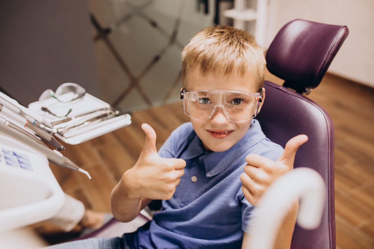 Seu filho precisa confiar em você e no dentista.
